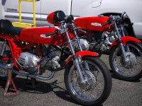 czerwony motor